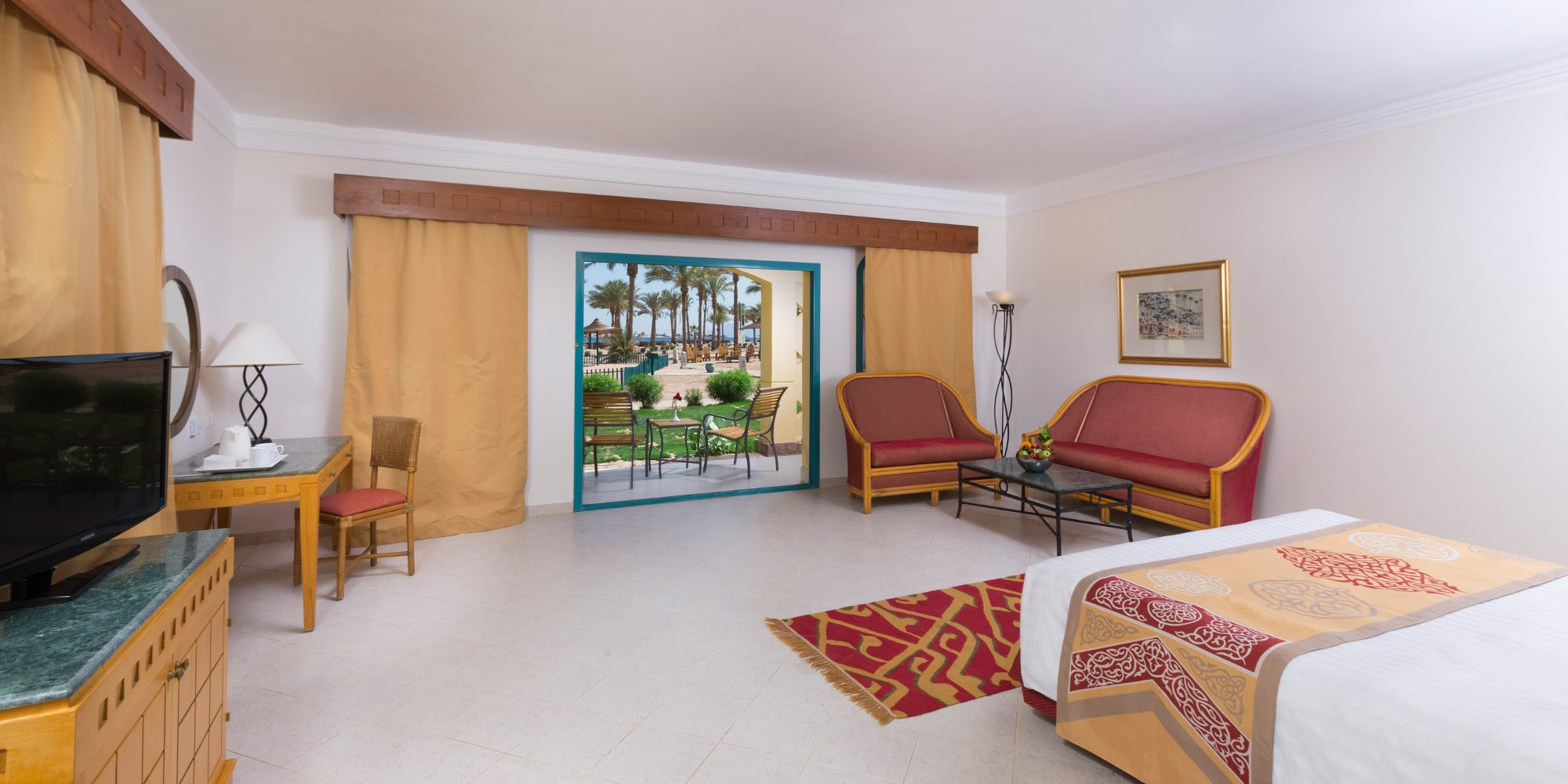 Bayview Taba hotel Deluxe Room king bed